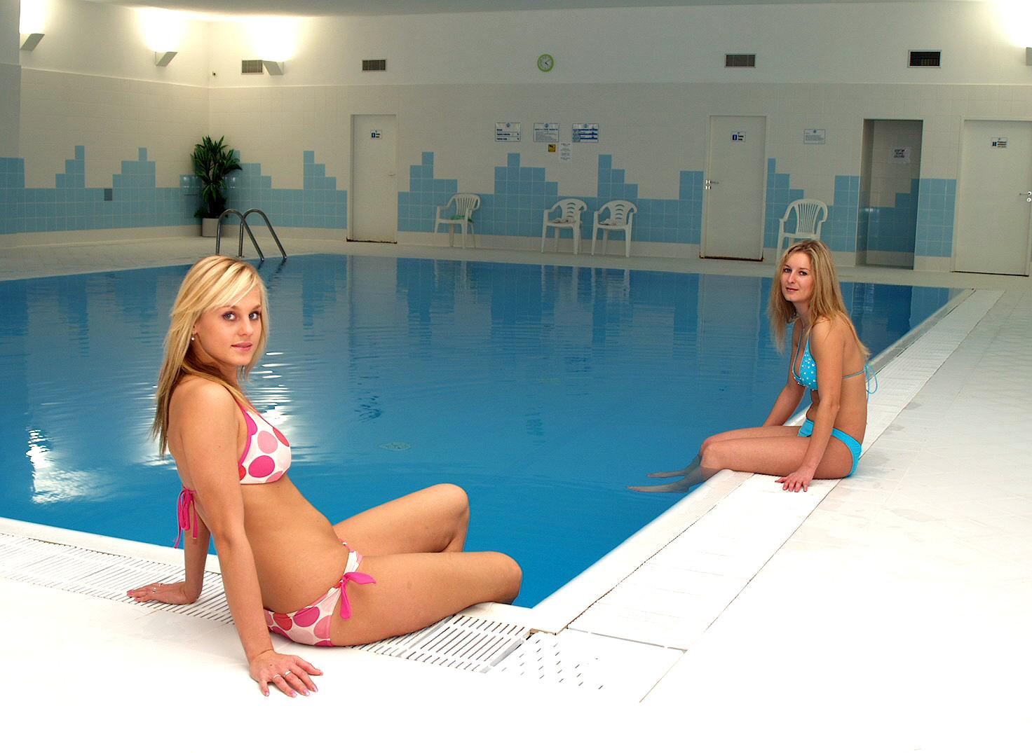 Hotel Astra Srby Kladno okolí hotelu bazen (1)