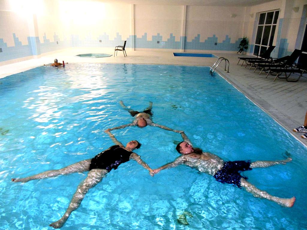 Hotel Astra Srby Kladno okolí hotelu bazen (2)