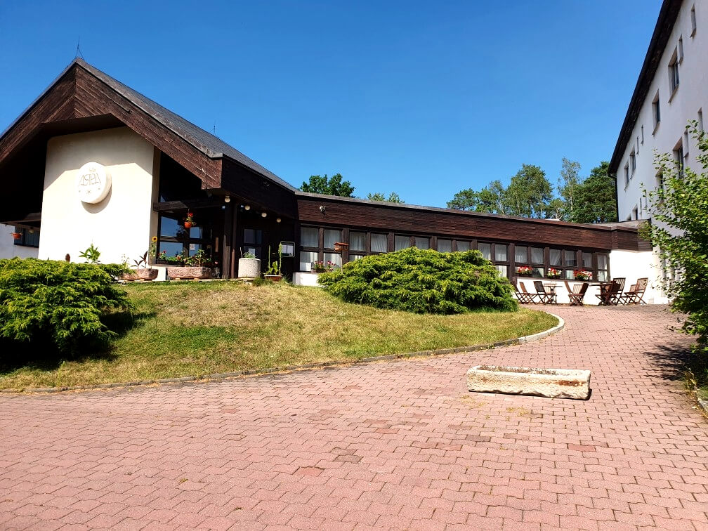 Okolí Hotelu Astra Srby Kladno (1)